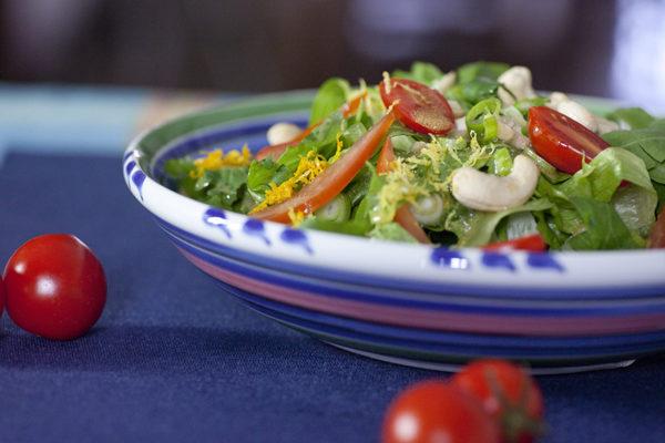 prasini-salata-me-ntomatinia-vinaigrette-esperidoeidon-kai-kasioys_j1Cmc