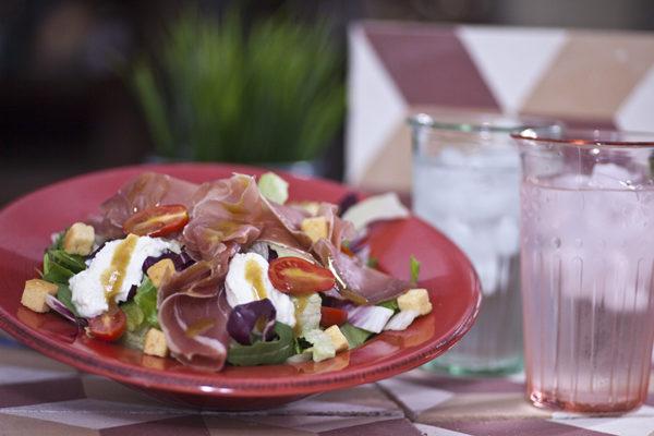 salata-me-prosoito-katiki-kai-vinaigrette-sikoy_MbjSB