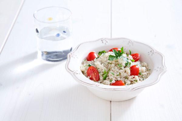 salata-kinoa-me-tomatinia-Σ34